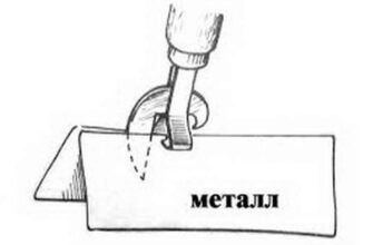 режет лист металла консервным ножом