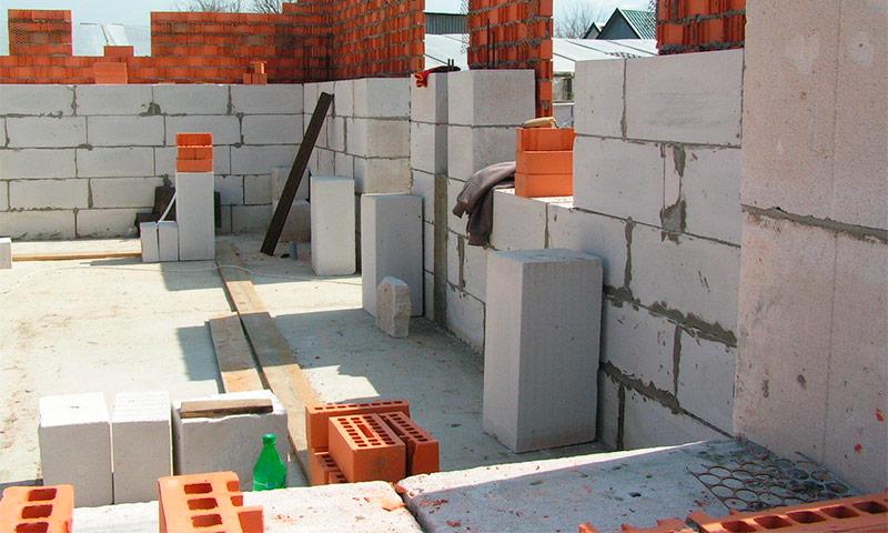 стеновые блоки строят